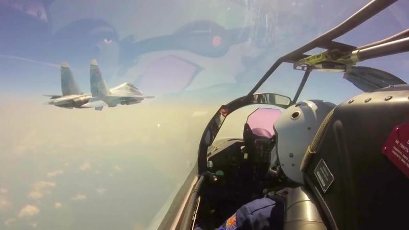 Тренировочный полёт Су-35С над Курилами