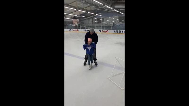Мечты сбываются Я с детства мечтала научиться кататься на коньках и моя мечта сбылась Мы сходили на каток получили массу удо