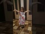 Ангелина танцует под песню Вите надо выйти!