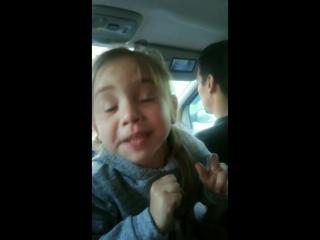 Девочка обиделась на дедушку.mp4