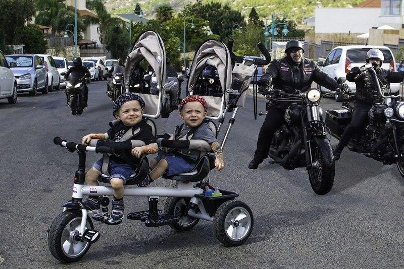 oKphQ4uzzxw - Папа-фотограф: дети в опасности