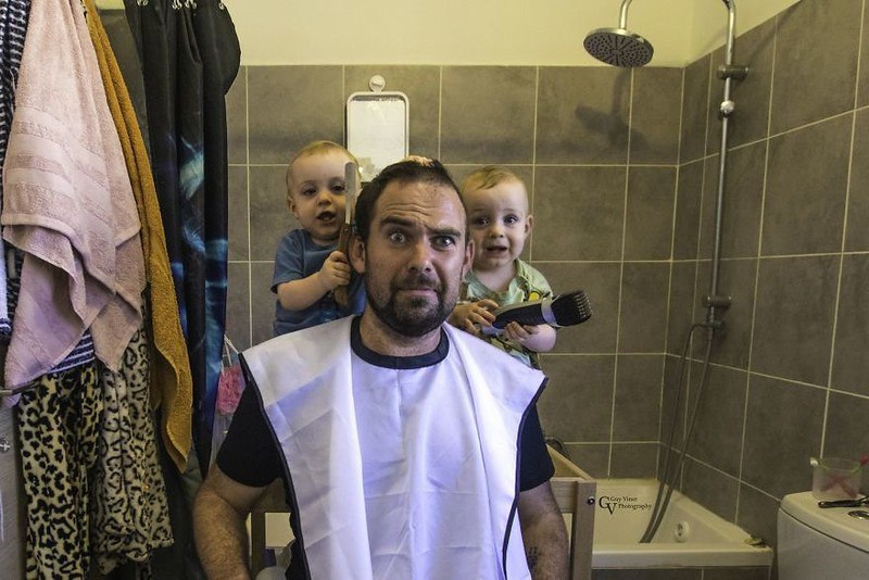 SrK3eFPgzEc - Папа-фотограф: дети в опасности