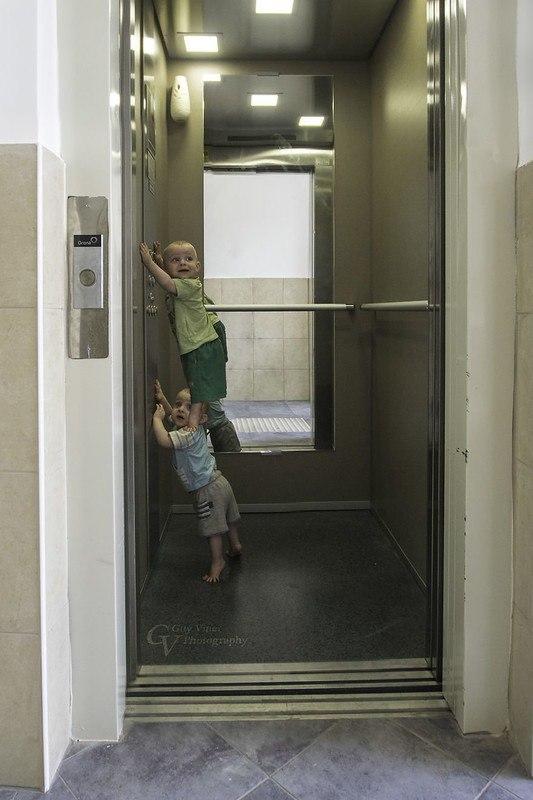 pTUiH02Kb9o - Папа-фотограф: дети в опасности
