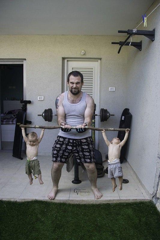 SBjrn9clWqI - Папа-фотограф: дети в опасности