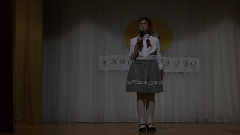 Полина Дерр читает главу из повести Сосны шумят