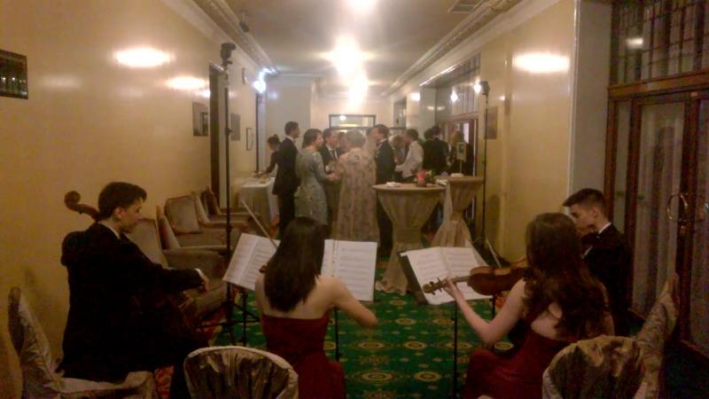 Струнный квартет ВАЛЕНСИЯ на встрече гостей в ресторане Метрополь