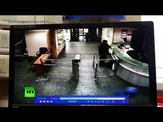 Эхо Москвы опубликовало видео, которое демонстрирует, как напавший на Фельгенгауэр попал в здание редакции