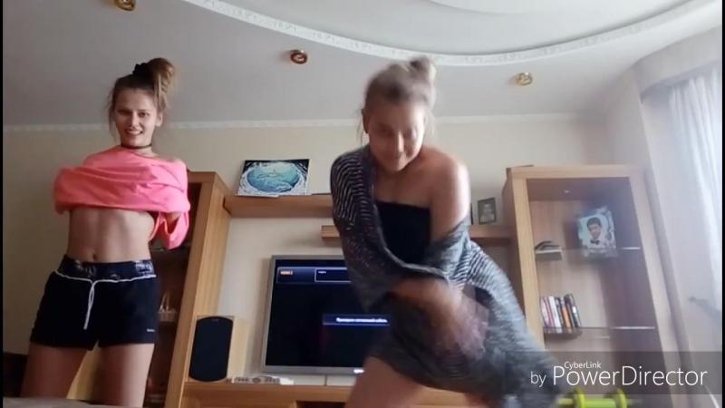 Девочки близНЯШЕЧКИ развлекаются онлайн