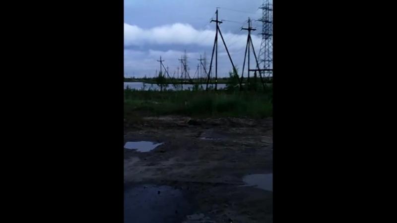 Сургутский район ХМАО 24.07.14 Конитлорское месторождение ДНС-2. Факел, горит попутный газ..