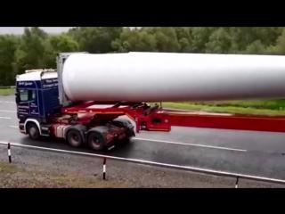 УНИКУМ. Уникальные кадры как 60 метровый грузовик входит в поворот.