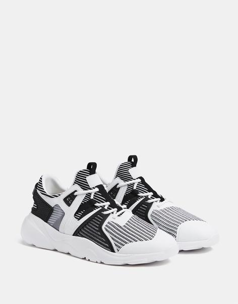 Комбинированные высокотехнологичные кроссовки двух цветов