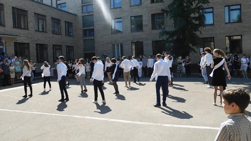 Танец 11 класса на празднике