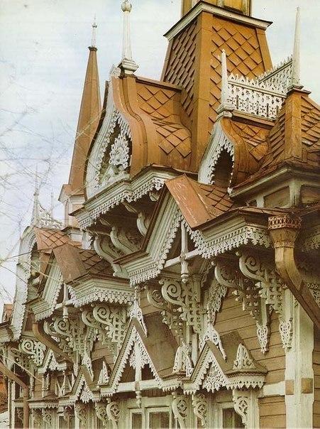 Деревянное кружево — тончайшая резьба, украшающая дома XIX века на улицах Томска.