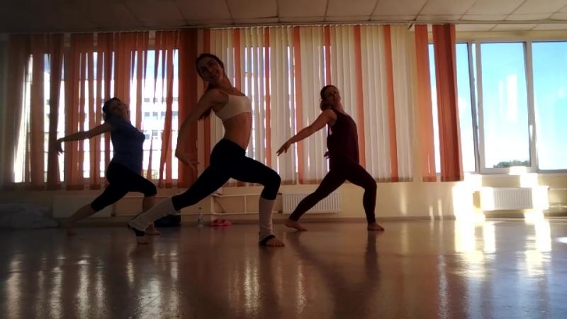 один из танцев тренировки Port de Bras