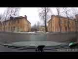 В Великом Новгороде с крыши дома снег упал прямо на ребёнка