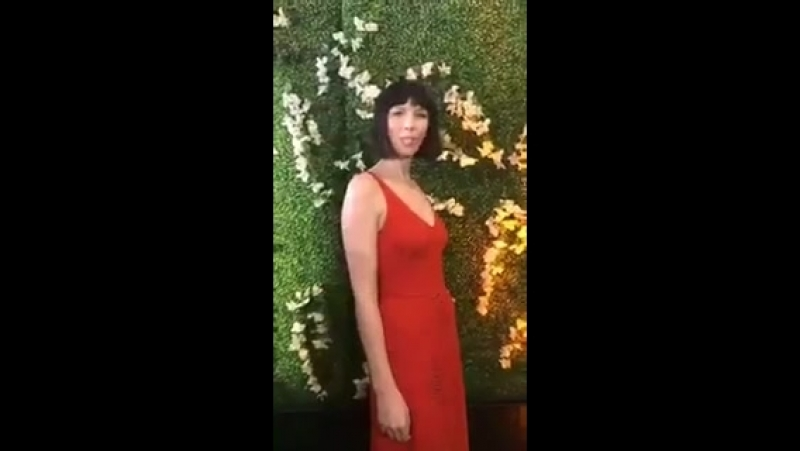 @caitrionambalfe on the red carpet for the @TelevisionAcad Emmy panel in LA. She looks so gorgeous 😍 ladyinred cheeky 😜 - - Th