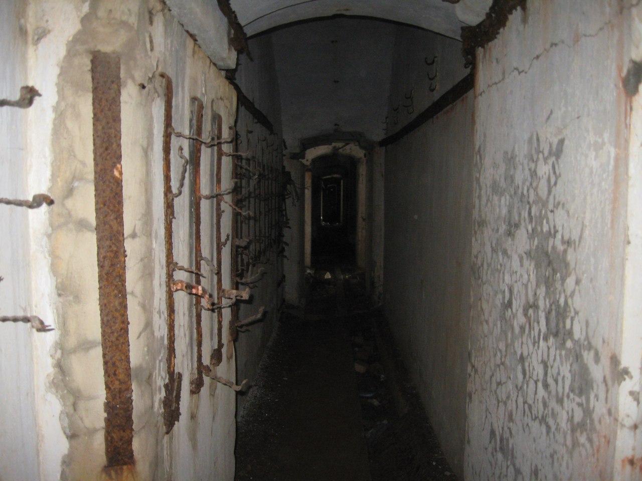 Ледовый поход на гигантский форт Обручев. Часть 1. По темным коридорам внутри форта.