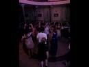 Танцы на выпускном.