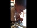 Кирюша Макин читает комиксы ниндзяго