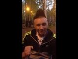 Мужик чётко рассказал стишок))))