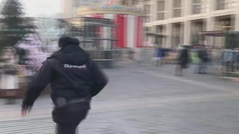 Пранк над полицией. Одел пакет на голову менту!