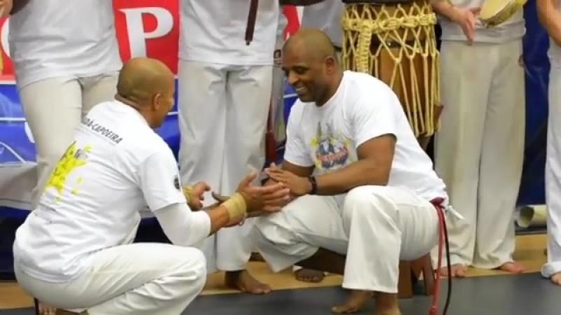 @estacio capoeira @abadagoma taking the game to another level CAMARADAGEM Era meu mano era eu… Comentarios @