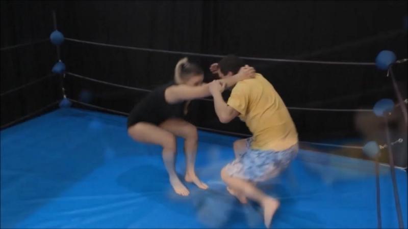 Броски от Амриты Amrita throws a guy
