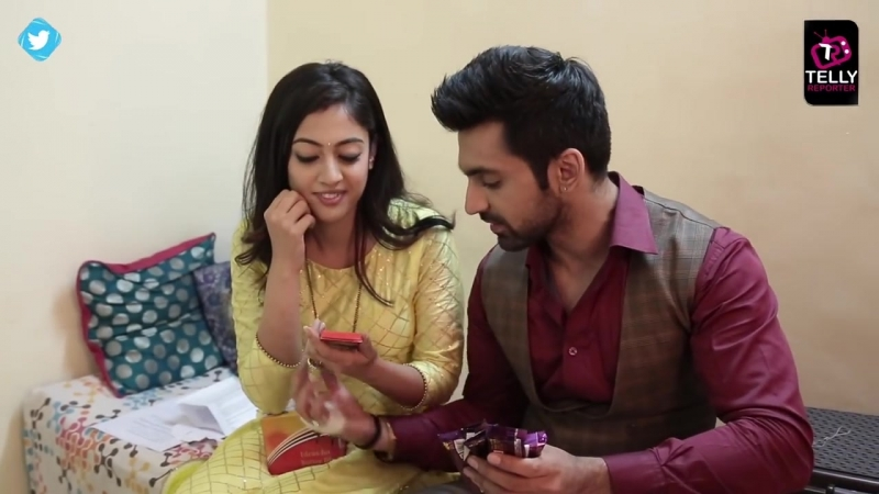 Kaleerein Stars Aditi Sharma Arjit Taneja Receive Gifts From Fans _ Telly Repo