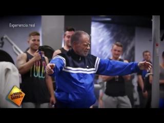 Abuelo de 72 años humilla a jovenes en el gimnasio