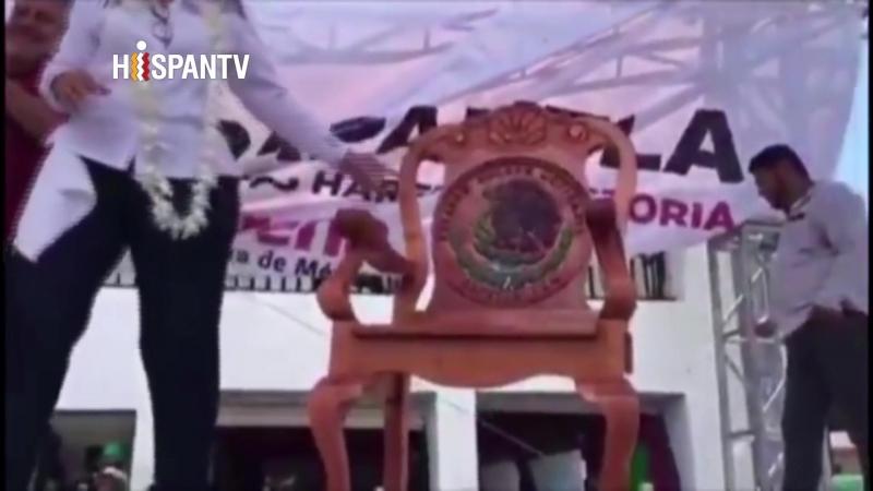 AMLO presume de silla presidencial que usará en caso de ganar las elecciones de México
