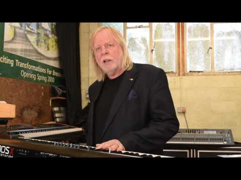 Rick Wakeman using the KORG KRONOS in preparation for the ARW Tour [with CC]