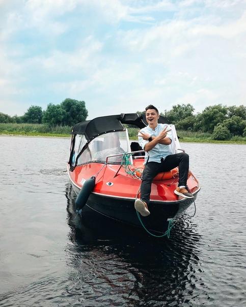 Евгений Белозеров, певец