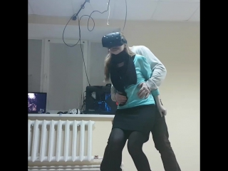 Когда впервые катаешься на американских горках в виртуальной реальности🤣🤣🤣