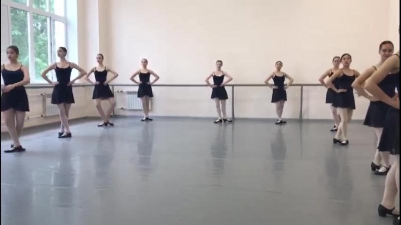 Народно сценический танец зачёт 2семестр 1 2год обучения в уч поклон plie
