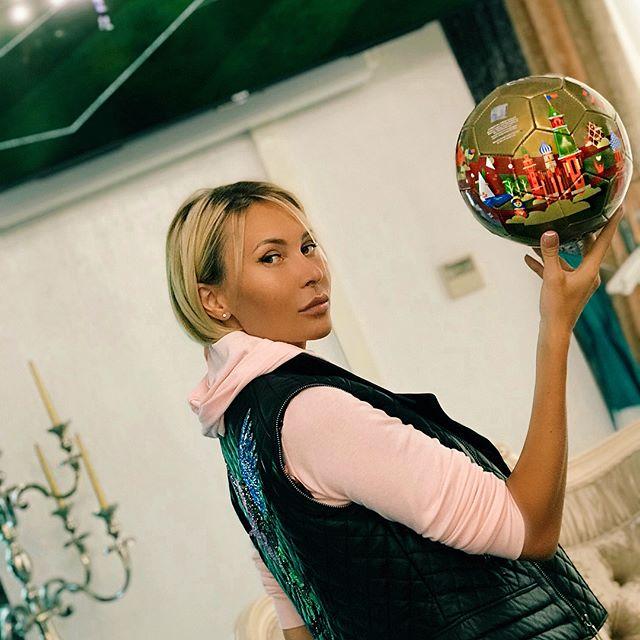 Элина Камирен | Москва