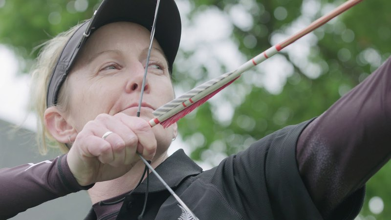 Modern archers try Chinese traditional archery