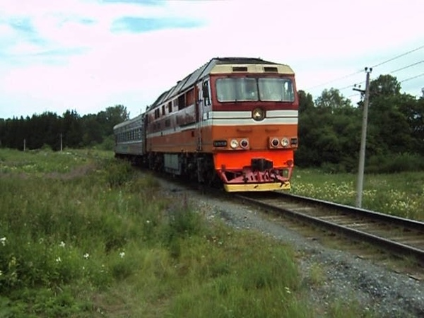 Морковка ТЭП70 0530 с вагоном дефектоскопом и приветливой бригадой