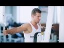 Упражнения для плеч Обратные разведения в тренажере