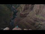 Баскетболист установил мировой, бросив с вершины водопада мяч