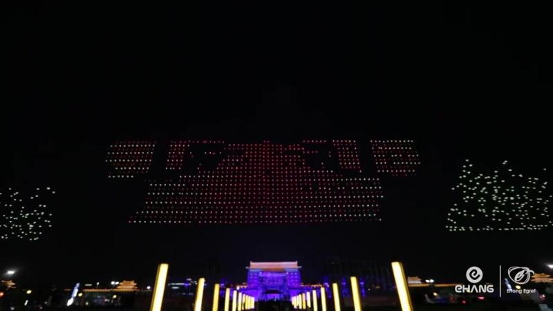 Невероятно-красивое зрелище, почти полторы тысячи квадрокоптеров одновременно использованы в шоу, посвященном 600-летию стены Си