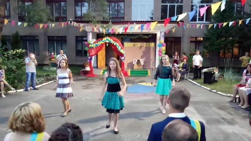 ника танцует