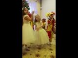 новогодняя песенка. доча старалась изо всех сил.особенно под конец))))