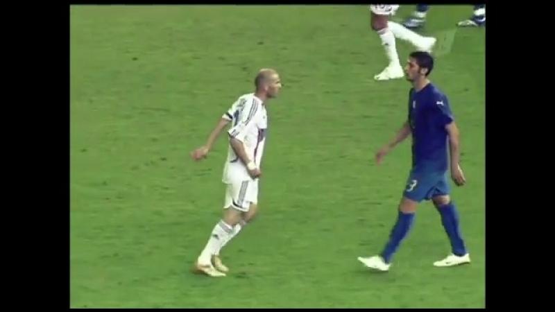 В этот день, ровно 12 лет назад на ЧМ-2006 Зинедин Зидан ударил в грудь Матерацци и завершил свою профессиональную карьеру 👊🏼