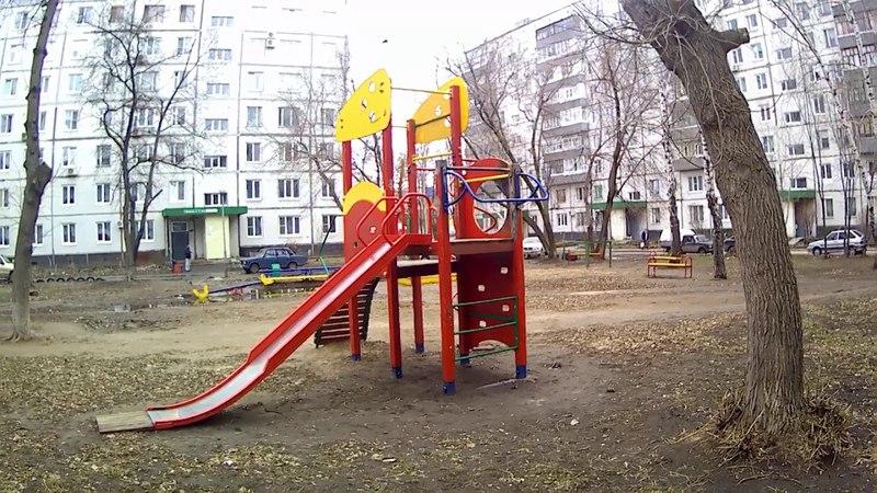 Детская площадка между домами 32, 34 и 36 по Приморскому бульвару