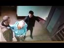 В Московском районе мужчина с ножом таскал женщину по ступенькам