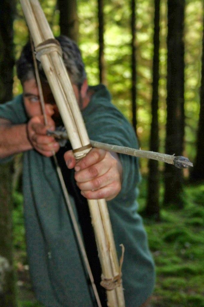 FU7yor DTCI - Делаем охотничий лук для выживания в лесу