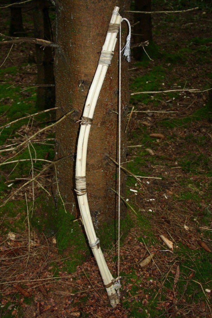 yVGGZ 7K658 - Делаем охотничий лук для выживания в лесу