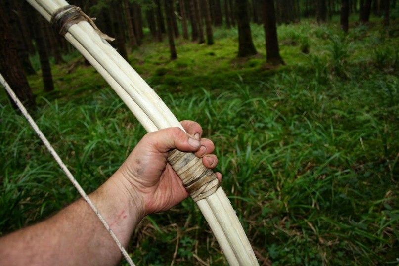 QeKidMy0hdk - Делаем охотничий лук для выживания в лесу