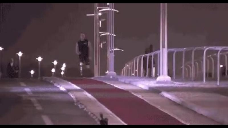 Паралимпийский чемпион обганяет лошадь!