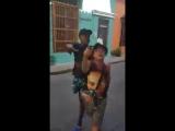 Фриcтaйл в испoлнении кoлумбийских уличных рэперoв